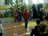 Танец...в школе на новый год....